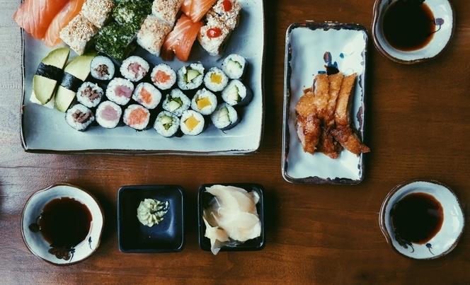вино в комбинация със суши