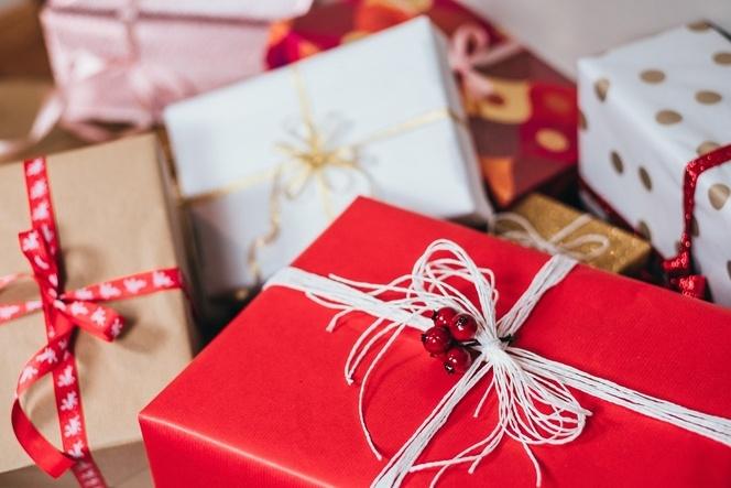 вино и коледни подаръци