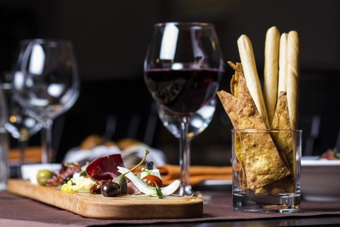 вино в комбинация с храна