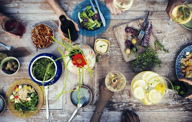 комбинацията на вино с храна