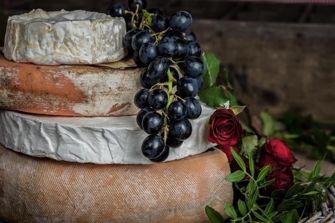 вино в комбинация със сирене