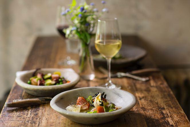 салатата и виното