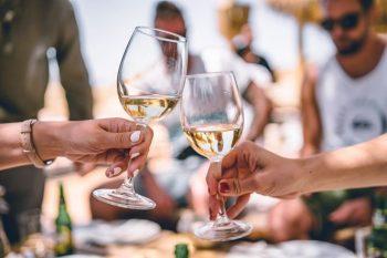 вино с винтова капачка